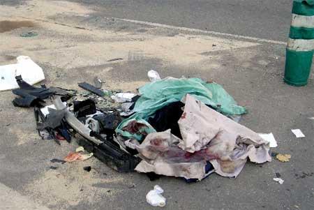 Restes de l'accident a la cruïlla de la riera Canyadó i el carrer Sant Bru